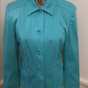 FULLY LINED AQUA JACKET THATS FITTED AT WAIST